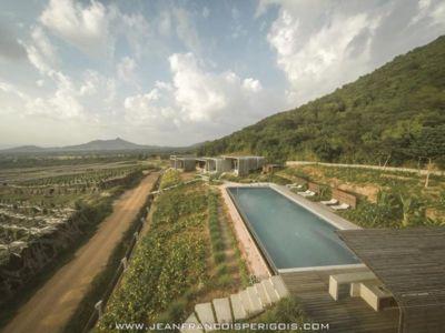 vue aérienne jardin & piscine - La-Plantation par Acyc Sarl - Kampot, Cambodge