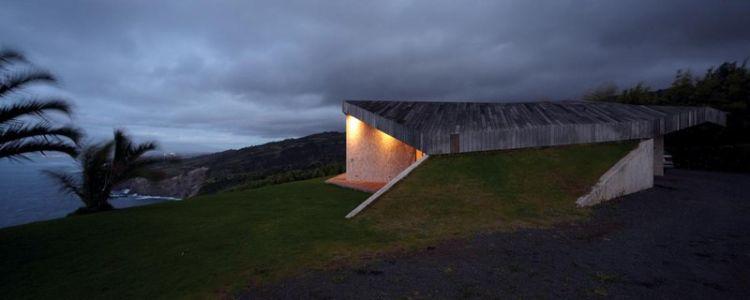 vue arrière de nuit - Clifftop House Maui par Dekleva Gregoric Arhitekti - Maui, Hawaï