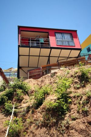 vue balcon second étage - Suarez-House par Arq2g-arquitectura - Valparaíso, Chili