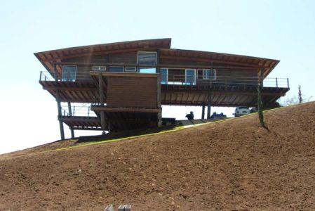 vue côté - Paraglider House par Cabana Arquitetos - São Bento do Sapucaí, Brésil
