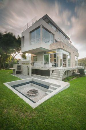 vue côté fontaine et barbecue - Wanka House par Estudio Arquitectura Galera - Cariló, Argentine