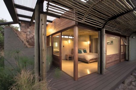 vue chambre & grande baie vitrée - House-Mouton par Earthworld Architects and Interiors - Pretoria, Afrique du Sud