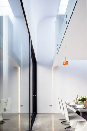 vue cuisine et étage - Percy lane luxury homes par Odos architects - Dublin Irlande.jpg