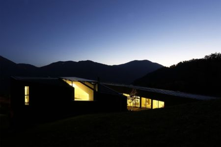 vue de nuit - Alps Villa par Camillo Botticini Architect - Brescia, Italie