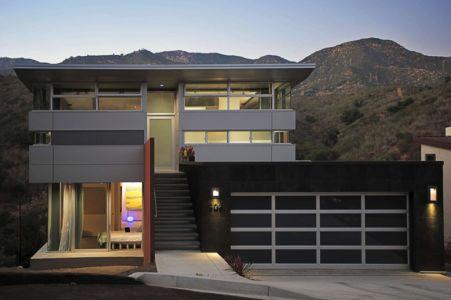 vue de nuit façade entrée - Anthrazit House par Architects Magnus - Santa Barbara, Usa