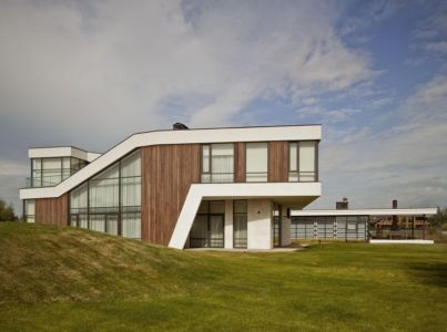 vue-densemble-House-of-Piton-par-PANACOM-Architect-Russie | + d'infos