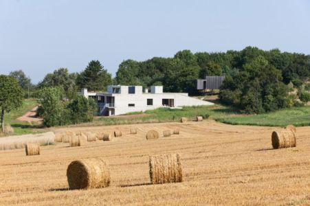 vue d'ensemble - Maison Terrier par Bernard Quirot architecte + associés - Haute-Saône, France