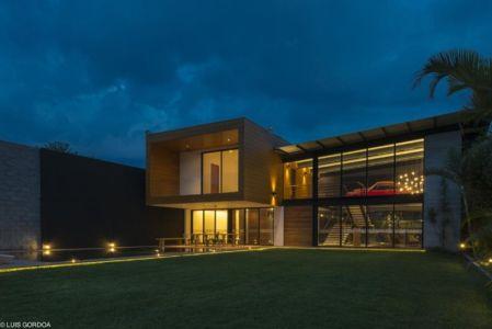 vue d'ensemble de nuit - ALD House par Space Mexico - Cuernavaca, Mexique