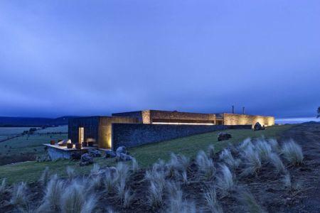 vue d'ensemble de nuit - Casa BS par  Elías Rizo Arquitectos - Tapalpa, Mexique