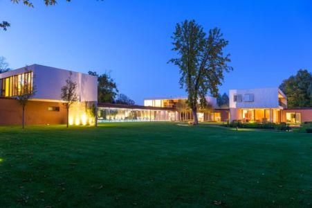 vue d'ensemble de nuit - Villa M par Oliver Grigic - Cepin, Croatie