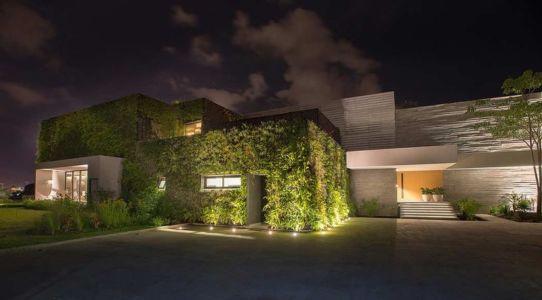vue d'ensemble & façade végétalisé - luxury residence par Ezequiel Farca - Marina de Puerto Vallarta, Mexique