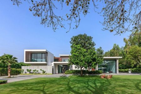 vue d'ensemble avec jardin - Three Trees House par DADA & Partners - New Delhi, Inde