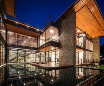 vue d'ensemble illuminée - Bridge-House par Junsekino Architects And Design - Bangkok, Thaïlande