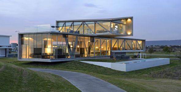 vue d'ensemble illuminée - Campanario-2 par Axel Duhart Arquitectos - Santiago-Querétaro, Mexique