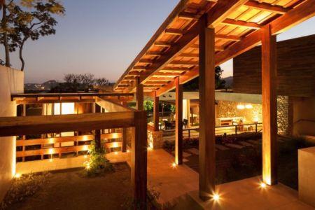 vue d'ensemble illuminée - Garden-House par Cincopatasalgato - El Salvador