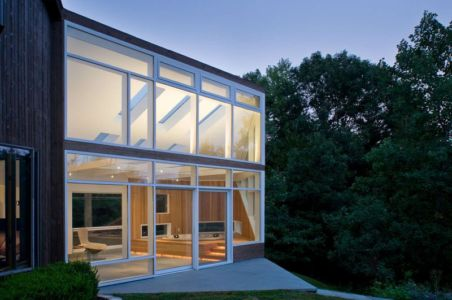 vue d'ensemble illuminée - Lake Drive House par martin holub architects - Rhinebeck, USA