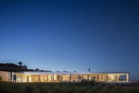 vue d'ensemble illuminée - zauia-house par mario martins atelier - Val da Lama, Portugal