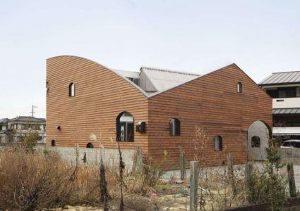 vue d'ensemble - maison bois contemporaine par Masahiro Miyake - Tokushima, Japon
