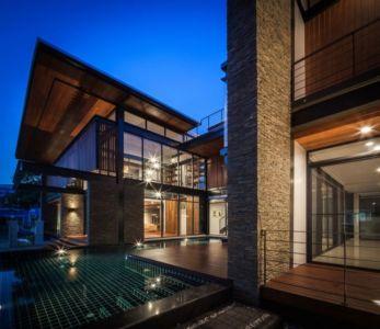 vue d'ensemble nuit - Bridge-House par Junsekino Architects And Design - Bangkok, Thaïlande
