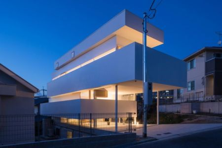 vue d'ensemble nuit - House-Toyonaka par Tato Architects - Toyonaka, Japon