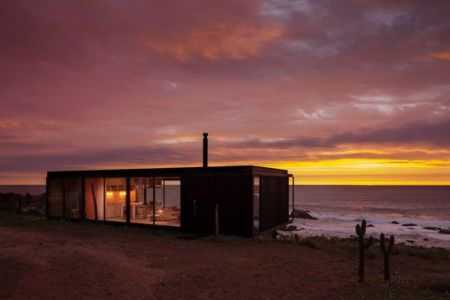 vue d'ensemble nuit - Remote-House par Felipe Assadi - Pichicuy, Chili