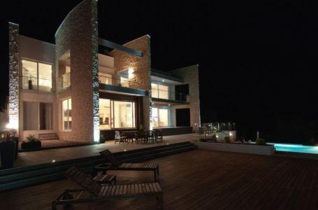 vue d'ensemble nuit - Vila-Stoliv par Enforma Architectural Studio - Montenegro