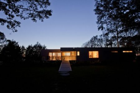 vue d'ensemble nuit - Westport River House par Ruhl Walker Architects - Massachusetts, USA
