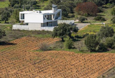 vue d'ensemble semi-aérienne - Paradox house par Klab architecture - Athènes, Grèce