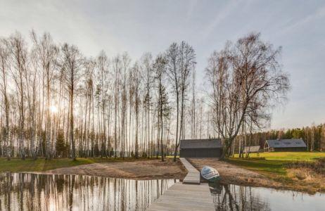 vue depuis lac - Ranch par Aketuri Architekai - Lituanie