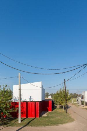 vue arrière conteneurs - Container House par Schreibe Architect - Cordoba, Argentine.jpg