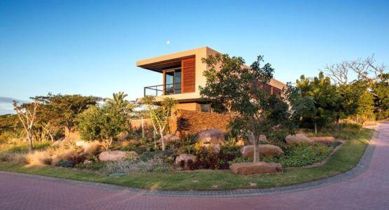 vue du chemin d'accès latéral - Aloe Ridge House par Metropole Architects - Kwa Zulu Natal, Afrique du Sud