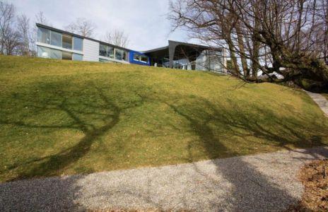 vue en contrebas - villa afro-européenne par Saota - Genève, Suisse