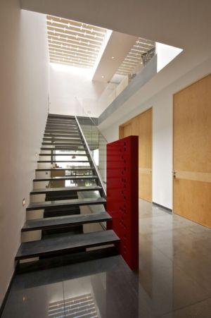 vue escalier et couloir - V-House par Agraz Arquitectos - Puerta Plata, Mexique