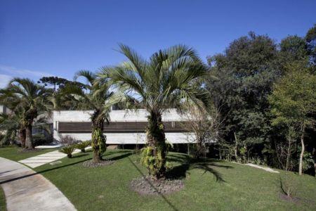 vue extérieure - LM Residence par Marcos Bertoldi Arquitetos - Campo Comprido, Brésil