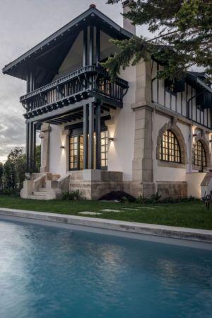 vue extérieure - Rénovation maison typique par Atelier Delphine Carrère - Bidart, France