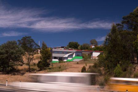vue extérieure - Southern outlet house par Philip M-Dingemanse - Launceston, Australie - photo Jonathan Wherrett