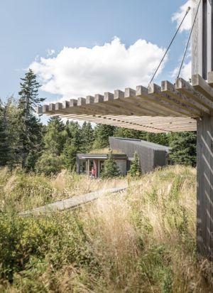 vue extérieure - Wooden home artist par Will Winkelman et Todd Richardson - Steuben, Maine, Usa - Photo Trent Bell