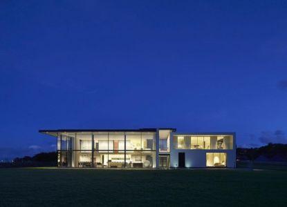 vue extérieure de nuit - Fishbourne Quay house par The Manser Practice Architects + Designers -  île de Wight, Royaume Uni