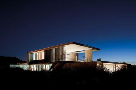 vue extérieure de nuit - Kübler House par 57STUDIO - Stgo, Chili