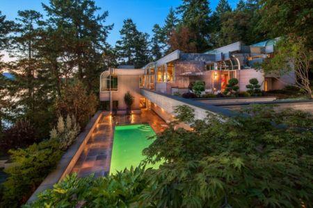 vue extérieure de nuit - villa contemporaine en bois par Daniel Evan White - Saanich, Canada