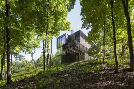 vue extérieure en contrebas - Red Rock House par Anmahian Winton Architects - Red Rock, Usa