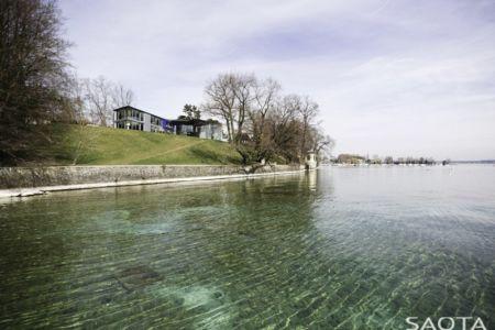 vue extérieure lac - villa afro-européenne par Saota - Genève, Suisse