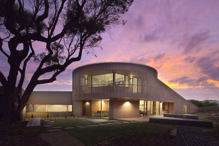 vue extérieure - maison bois contemporaine par Jackson Clements Burrows - Barwon Heads - Australie - Photos John Gollings