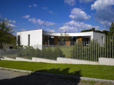 vue extérieure - maison contemporaine par  Jarousek Rochová Architekti - Republique Tchèque - photo Filip Slapal