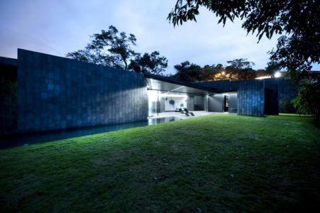 vue extérieure nuit - Casa Altamira par Joan Puigcorbé - Costa Rica