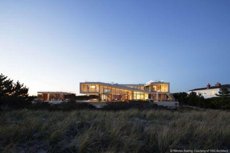 vue extérieure nuit - Long Island House par 1100 Architect - NY, Usa