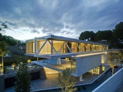 vue extérieure nuit - Maison 4 en 1 par Clavel Arquitectos - Guadalupe, Espagne - photo David Frutos