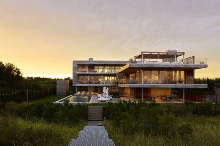 vue extérieure nuit - Ocean Deck House par Stelle Lomont Rouhani Architects - Bridgehampton, USA