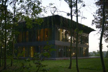 vue extérieure nuit - P.A.T.H par Philippe Starck et Riko - Montfort, France