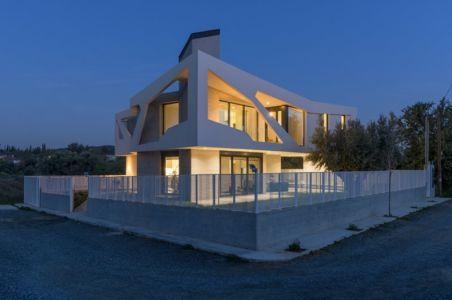 vue extérieure nuit - Paradox house par Klab architecture - Athènes, Grèce